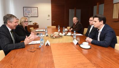 Zástupci firmy Rockwool a Moravskoslezského kraje podepsali dohodu o krocích ke zlepšení čistoty životného prostředí