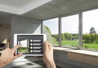 Inteligentní jednotky Schüco: Výrobce dostává digitální informace o cyklech údržby, potřebných náhradních dílech, dokumentech a certifikátech.