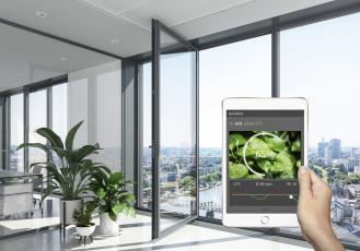 Inteligentní jednotky Schüco: Klient nebo investor dostává informace o kvalitě ovzduší a vlhkosti. Okamžitou reakcí je možné předejít poškození materiálu a zajistit dlouhodobou životnost.