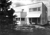 Vila Dr. Klimeše v Opavě na Kylešovském kopci, která předcházela stavbu Morávkových v Černošicích. V této vile vyrostl architekt Ivo Klimeš, autor divadla v Mostu a přestavby dalších divadel.
