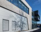 Fasáda imitující beton na nové budově SMS Elektro v Českých Budějovicích