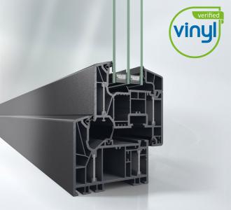 Okenní systém Schüco LivIng Alu Inside bez použití oceli s patentovanou technologií hliníkových pásků dosahuje vynikajících hodnot tepelné izolace (Uf = 0,87 W/m².K)