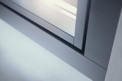 Design posuvných dveří může být přizpůsoben vzhledu hliníkových elementů pomocí hliníkových obložek
