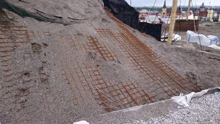 Obr. 3: Zpevnění substrátu na strmé části střechy