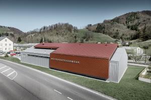 Podniková základna dobrovolných hasičů firmy Neuman v Marktlu s využoitím produktů PREFA Alu