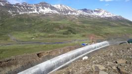 Tunel prochází horským masivem Ófeigsfjall s nadmořskou výškou přes 1000 metrů. Svojí délkou 7908 metrů je nejdelším silničním tunelem na Islandu.
