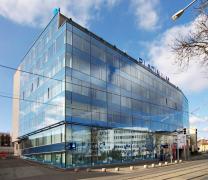 Obr. 8: Příklady budov s celoskleněnými fasádami v ČR, administrativní centrum Platinium, Brno