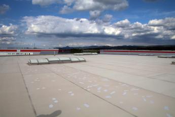 Střecha zdevastovaná kroupami a nápravná opatření (která jsou dokonce myšlena vážně)