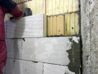 Obr. 4: Přizdívka z pórobetonu celoplošně lepená na neomítnutou stranu stěny z Porotherm 25 AKU SYM