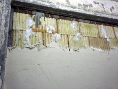 Obr. 5: Provádění sádrové omítky na dvojitou stěnu z Porotherm 19 AKU Profi