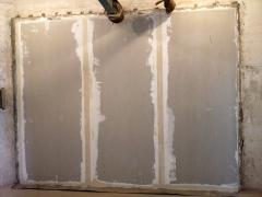 Obr. 6: Bodově lepený obklad sádrokartonovými deskami na dvojitou stěnu z Porotherm 19 AKU Profi