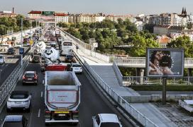 Městská doprava s kamiony a autodomíchávači,...