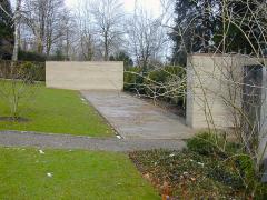 Obr. 26: Pietní stěny na hřbitově ve Flunternu