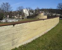 Obr. 27: Zeď hřbitova ve Wilu