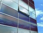 Fasádní neprůhledné panely s fotovoltaikou (zdroj www.stavbaweb.cz)