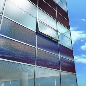 Obr. 1: Fasádní neprůhledné panely s fotovoltaikou (zdroj www.stavbaweb.cz)