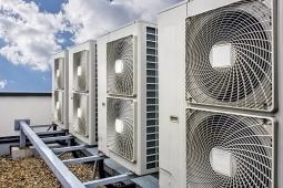 Obr. 3: Venkovní kondenzátorové jednotky (zdroj www.welchrefrigeration.co.uk)