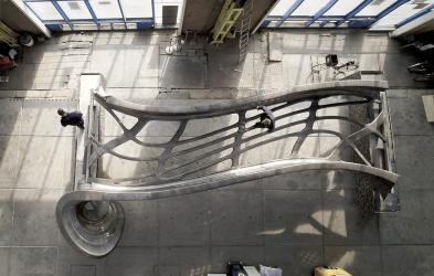 Ocelový most pro Amsterdam vyrobený technologií 3D tisku
