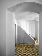 Vpůvodním domě byly zachovány nerovnosti zdí, výklenky a otvory, podlahy v různých úrovních