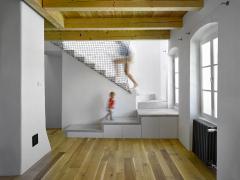 Nové schodiště má samonosnou konstrukci