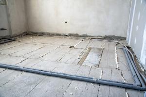 Stav před rekonstrukcí, původní záklop podlahy