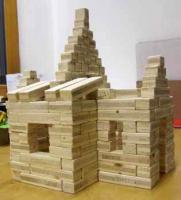 Dřevěná stavebnice z odpadního dřeva