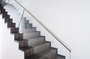 Čisté linie schodiště