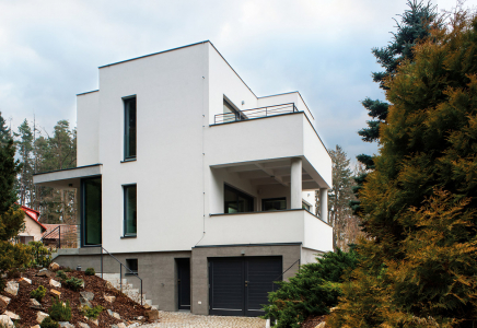 Ukázka obnovené fasády – vila Hradec, Stříbrná Skalice
