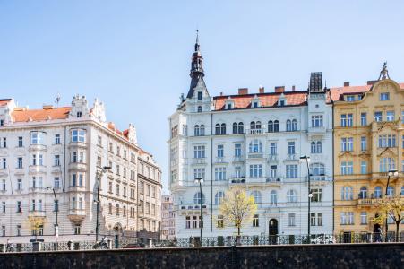 obnovené fasády – nárožní dům, Praha, Masarykovo nábřeží