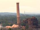 V Ostravě byl odstřelen komín Strakáč