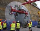 Praha instalovala do vchodu kobky v Podskalí sklo vážící 1,6 tuny