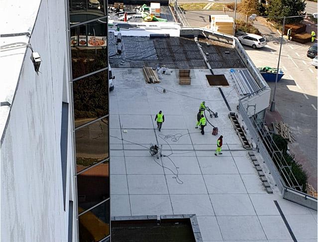 Rekonstrukce pojezdného střešního pláště s akcentem na odvodnění a provozní vrstvy