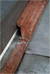 Obr. 19a: Mechanická ochrana hydroizolačního povlaku provedená podle předcházejícího detailu