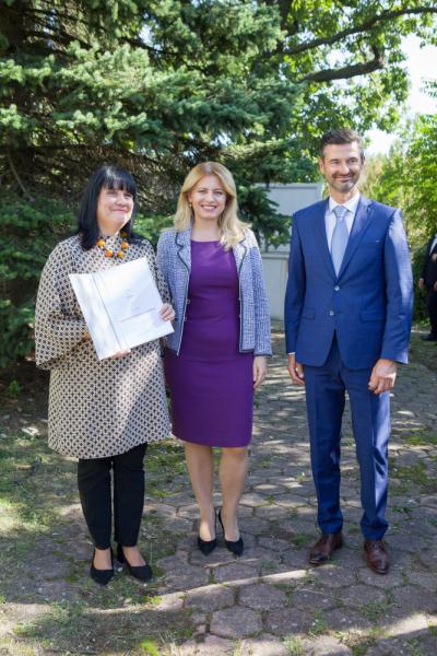 Ľubica Selcová, odborný garant soutěže, Zuzana Čaputová, prezidentka SR, a Peter Markovič, generální ředitel společnosti Xella