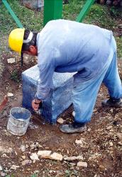 Obr. 5: První opravy patek materiály na bázi epoxydových stěrek