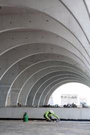 Pro řešení pohledových konstrukcí na oblouky, sloupy a skořepinu objektu zvolili architekti beton z portlandského cementu CEM 42,5 R s příměsí vápence