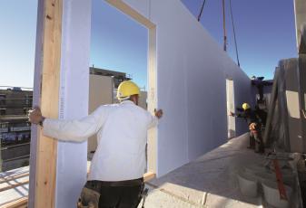 Realizace dřevostaveb s použitím desek Knauf Diamant X od firmy Vladimír Mrštný z Rychnova nad Kněžnou. Firma se specializuje na výstavbu dřevostaveb na klíč (foto Vladimír Mrštný).