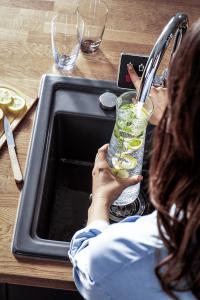 Přehledný dotykový displej umožňuje výběr odpovídajícího nápoje