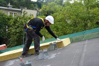 Zateplení šikmé střechy nad krokvemi pomocí izolací z kamenné vlny ROCKWOOL
