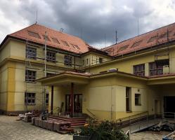 Rekonstrukce střechy školy v Prachaticích, zhotovitel MAXIM house, s. r. o.
