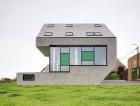 1_Belgie. Pasivní rodinný dům s kompaktní konstrukcí charakteristickou pro tento typ staveb. V objektu byla využita střešní okna FTT U8 Thermo se součinitelem prostupu tepla Uw = 0,58 W/m².K.
