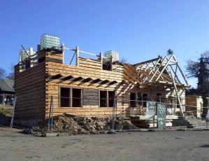 Obr. 8: Obnovování roubené konstrukce