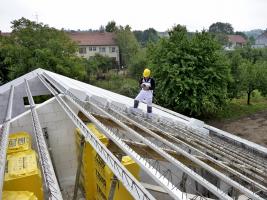 Montáž masivní střešní konstrukce Ytong