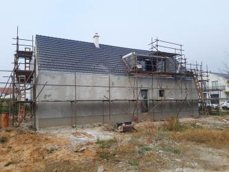 Hrubá stavba prvního vzorového domu programu Wienerberger e4 dům byla dokončena