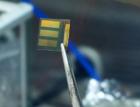 Vědci z Elektrotechnické fakulty ČVUT se s novou technologií přiblížili účinnosti solárních článků 20 procent