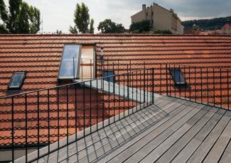 Posuvné střešní dveře Solara v sedlové střeše