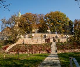 Park pod kostelem v Tišnově, foto Miloš Buček a archiv SZÚZ