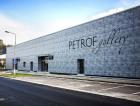 1_Myšlenka vybudování obchodního a kulturního centra vznikla sto padesát let od založení firmy Petrof. Pro tento záměr byla vybrána severní loď výrobní a skladové haly.