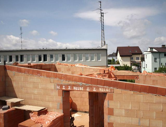 Těžká šikmá střecha z keramobetonových panelů Heluz