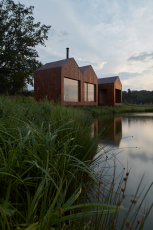 Chata u rybníka (Atelier 111 architekti, 2018)